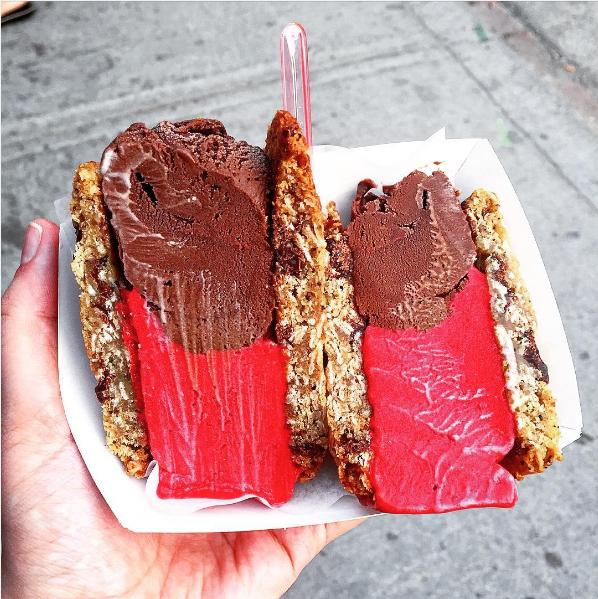 קסטה עם גלידת פטל-שוקולד-קוקוס