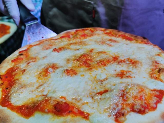 פיצה עם גבינשיו