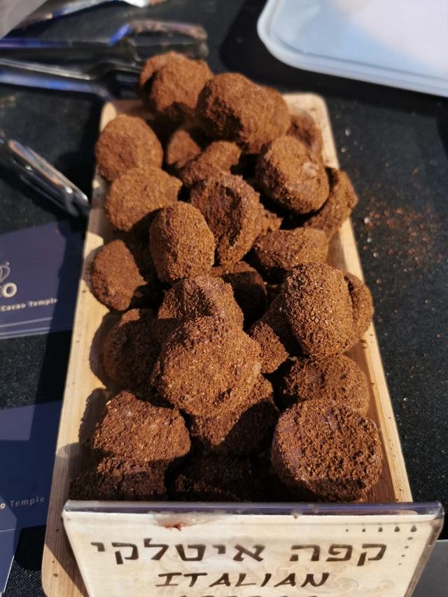 טראפלס קפה איטלקי של COCO - Vegan Chocolate & Cacao Temple