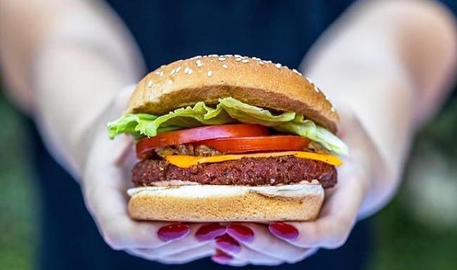 המבורגר טבעוני משביע יותר מבשר