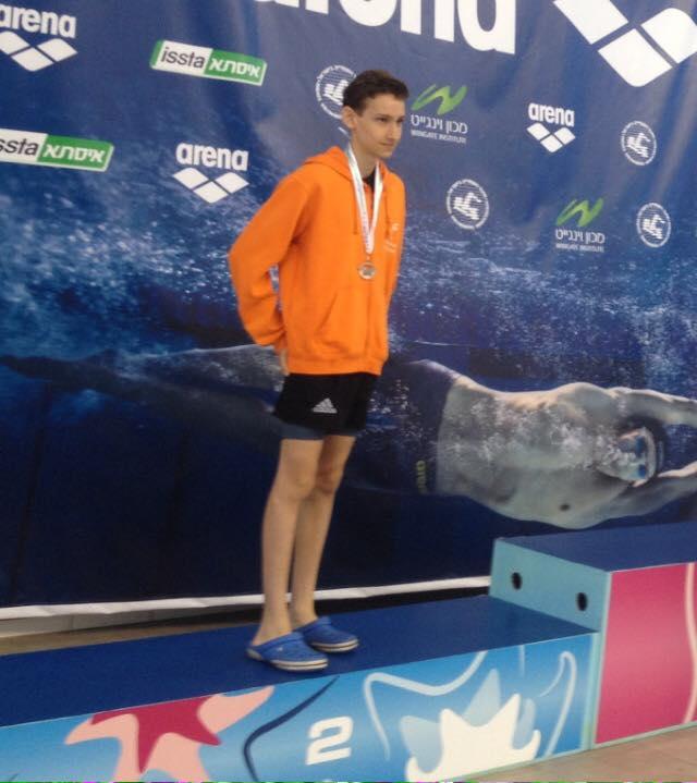 אלוף ישראל טבעוני על הפודיום גם בענף השחייה