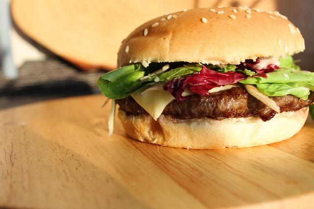 מוסה מיט תמכור בשר מתורבת החל משנת 2020