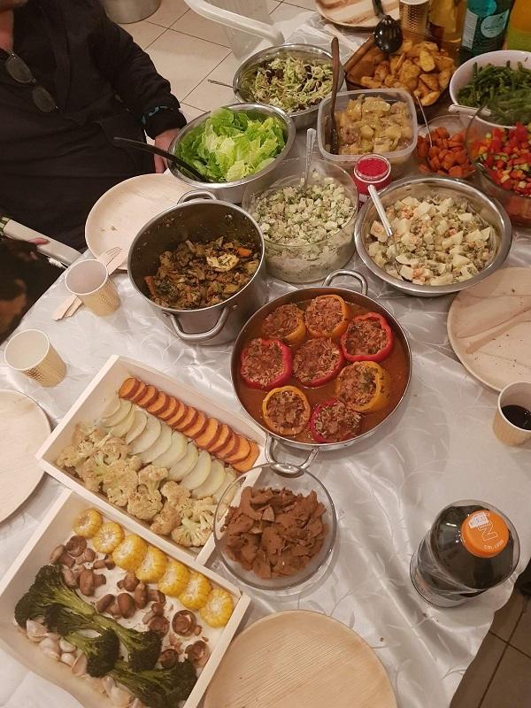 שולחן החג בו חגגה טל גלבוע