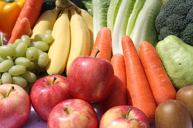 רשות המסים בישראל: כיבוד קל יכול לכלול גם פירות וירקות העונה