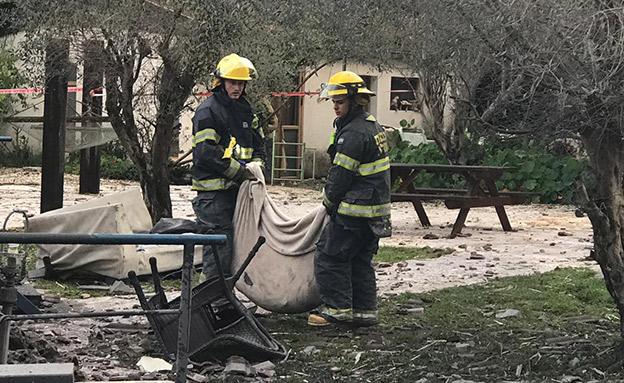ארבעה הרוגים ותשעה פצועים מפגיעת רקטה בבית מגורים