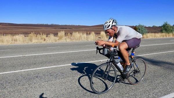 ספורטאי טבעוני שבר שיא במירוץ אופניים באורך 6,800 קילומטרים