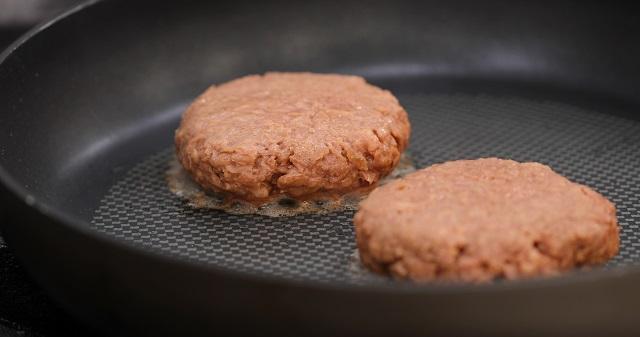 מוצרים טבעוניים דמויי בשר יהיו זולים מבשר - בקרוב
