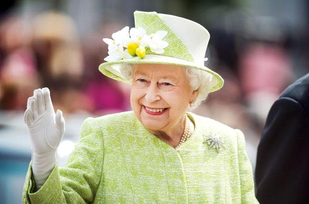 מלכת בריטניה מפסיקה ללבוש פרווה