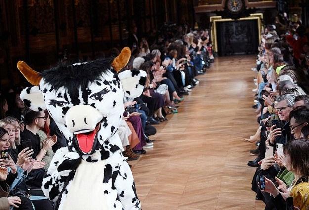 סטלה מקרטני ארגנה מחאה נגד פרווה בשבוע האופנה בפריז