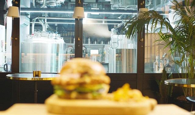 מסעדת בשר עוף מתורבת ראשונה בעולם נפתחה בישראל