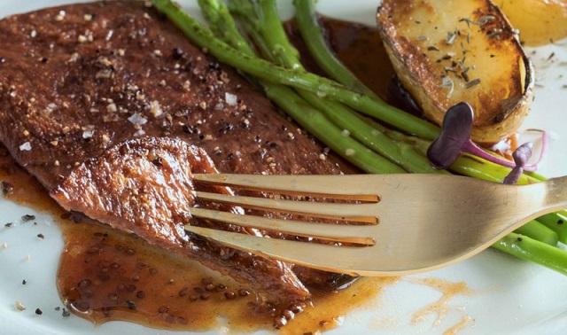 אלף פארמס חושפת אבטיפוס מסחרי ראשון של סטייק בשר מתורבת