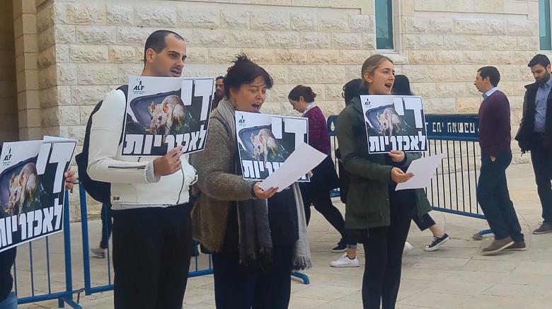 פרשת מלכודות הדבק: תמיכתה של החזית לשחרור בעלי חיים
